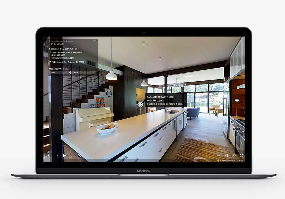 Virtual tour on mobile and desktop device
